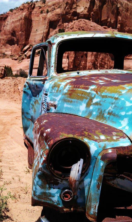Blauwe Woestijnvrachtwagen royalty-vrije stock foto