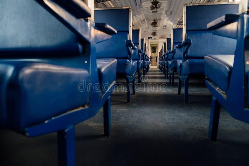 Blauwe zetel op de oude trein, uitstekende stijl stock foto's