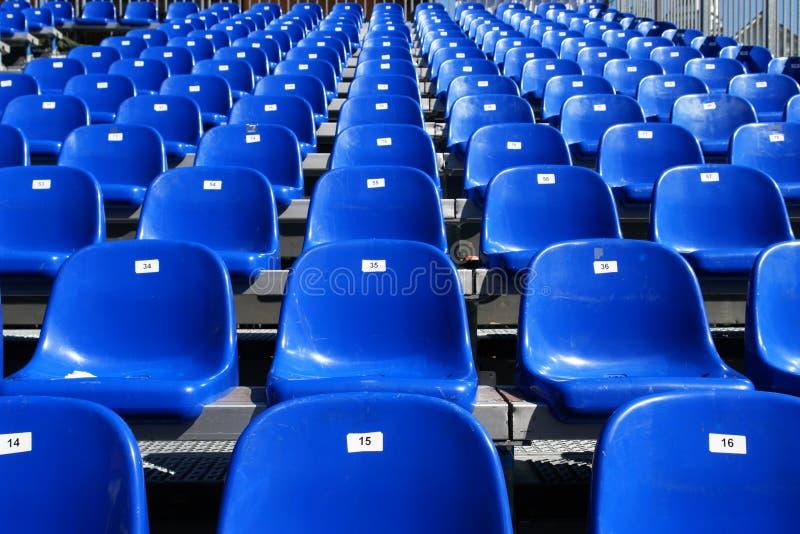 Blauwe Zetels op Stadion stock foto's