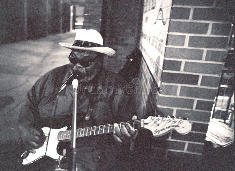 Blauwkunstenaar, Grote Jerry, op Beale-Straat in Memphis, TN stock fotografie