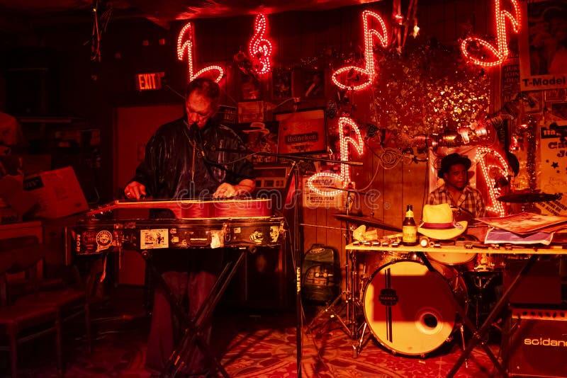 Blauwmusici die bij de Roodzitkamer spelen in Clarksdale, de Mississippi royalty-vrije stock foto's