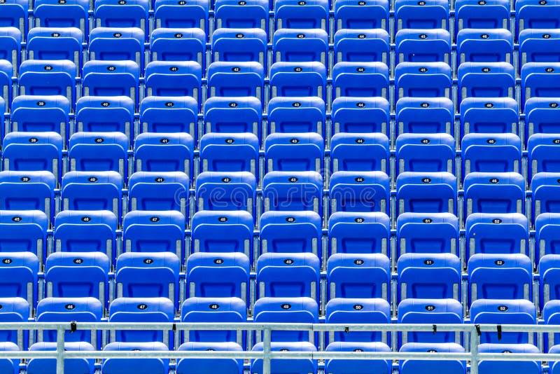 Bleachers azuis vazios fotografia de stock