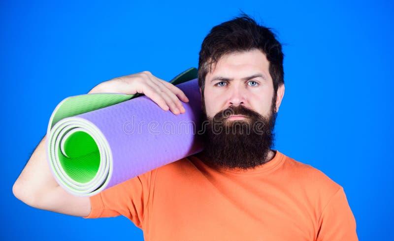 Bleiben flexibel Athletenyogatrainer motiviert für die Ausbildung Yogaklassenkonzept Yoga als Hobby und Sport Üben stockfotografie