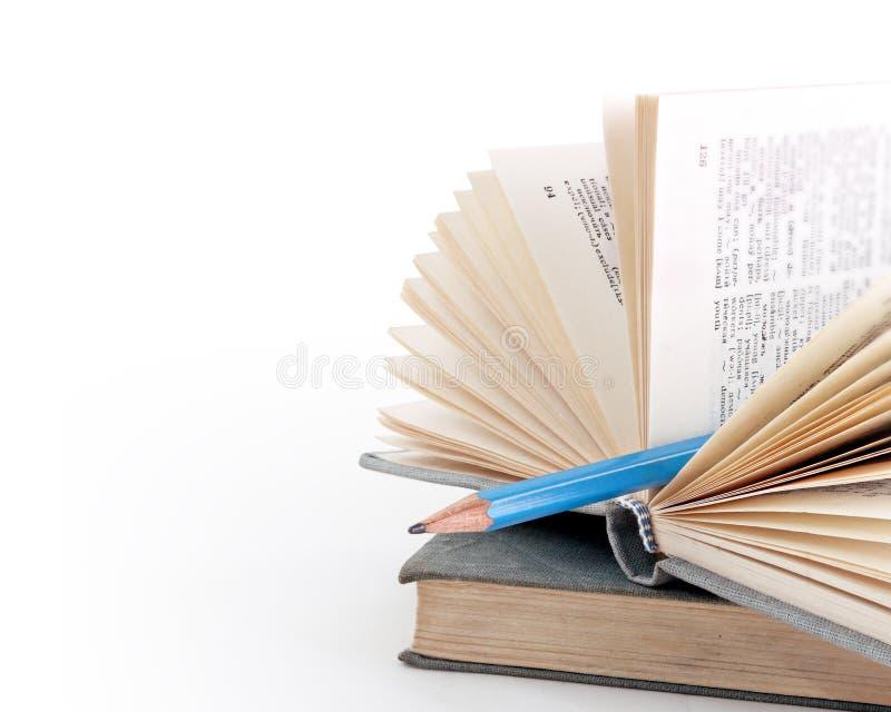 Bleistift als Bookmark in einem Verzeichnis stockfotografie