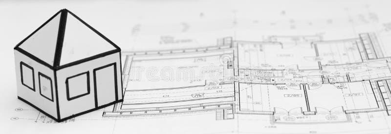 Bleistift auf ArchitekturKonstruktionszeichnungen lizenzfreie stockfotografie