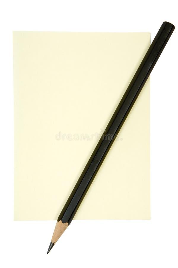 Bleistift auf gelber Anmerkung stockfoto