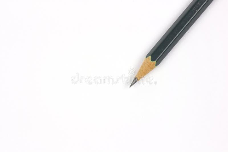 Bleistift mit dem Schärfen auf weißem Hintergrund lizenzfreies stockfoto
