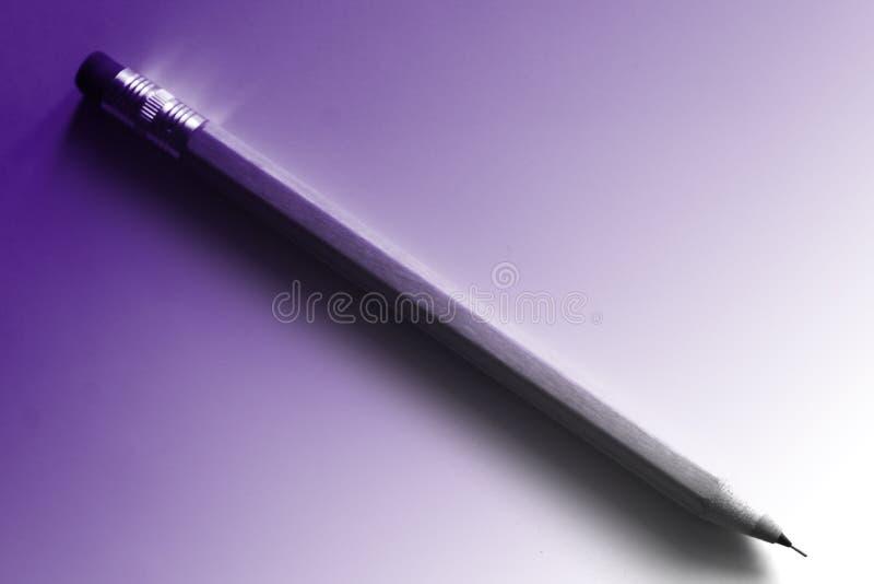 Bleistift mit Radiergummi auf Papier stockfotografie