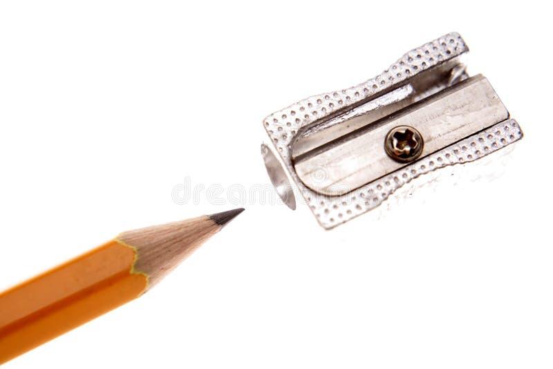 Bleistift und Bleistiftspitzer stockbild