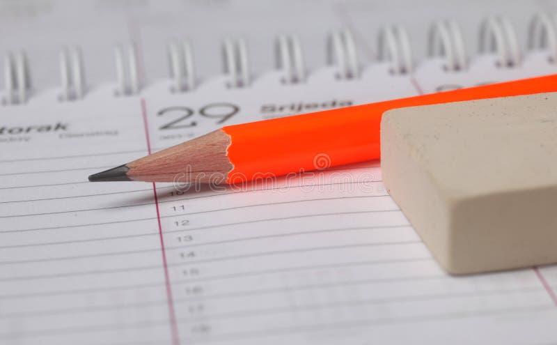 Bleistift und Radiergummi lizenzfreie stockfotografie