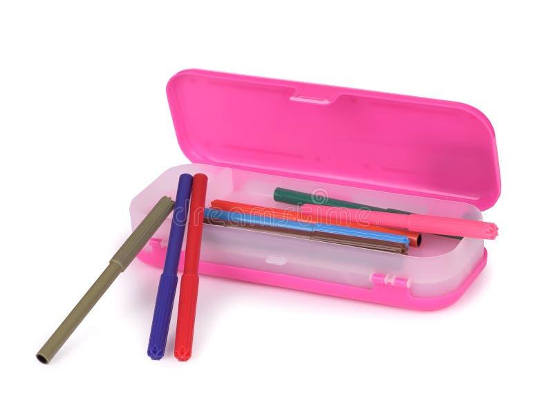 Bleistiftkasten mit Filzstiften stockbild