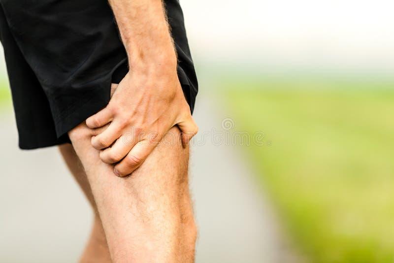 Blessure de douleur dans la jambe de coureurs image libre de droits
