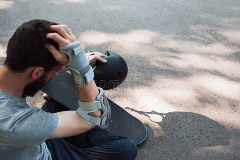 Blessure douloureuse de sport extrême Accident de blessure à la tête photographie stock
