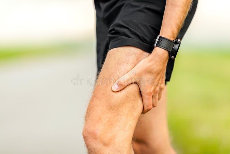 Blessure douloureuse, douleur musculaire d'examen médical de coureurs photographie stock