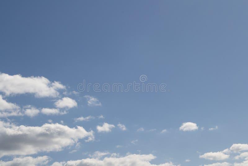 Bleu beau ciel abstrait arrière-plan image stock