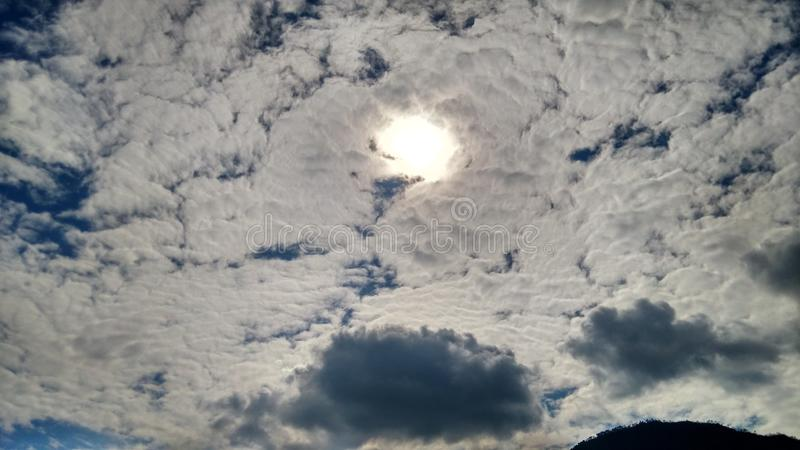 bleu de ciel de nuage photo stock