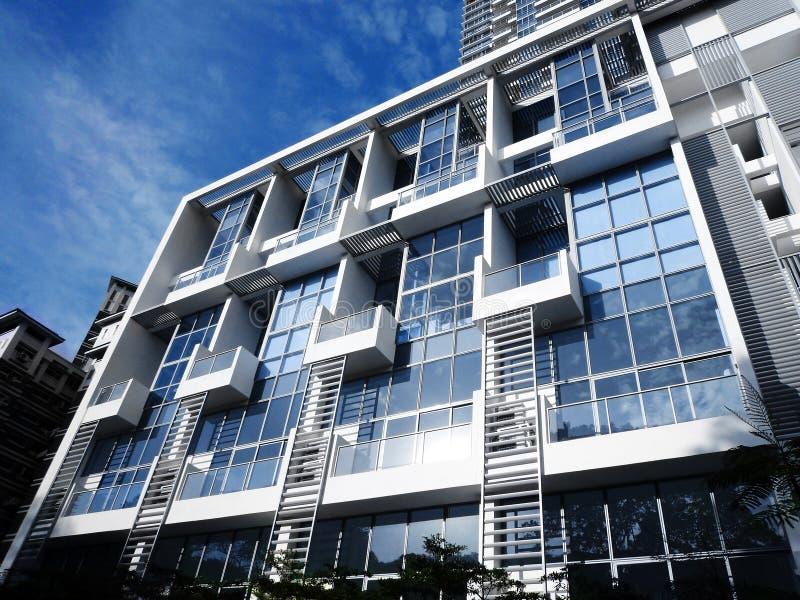 Bleu frais de condominium moderne photos libres de droits