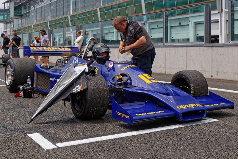 Bleu sur le F1 commençant la grille images libres de droits