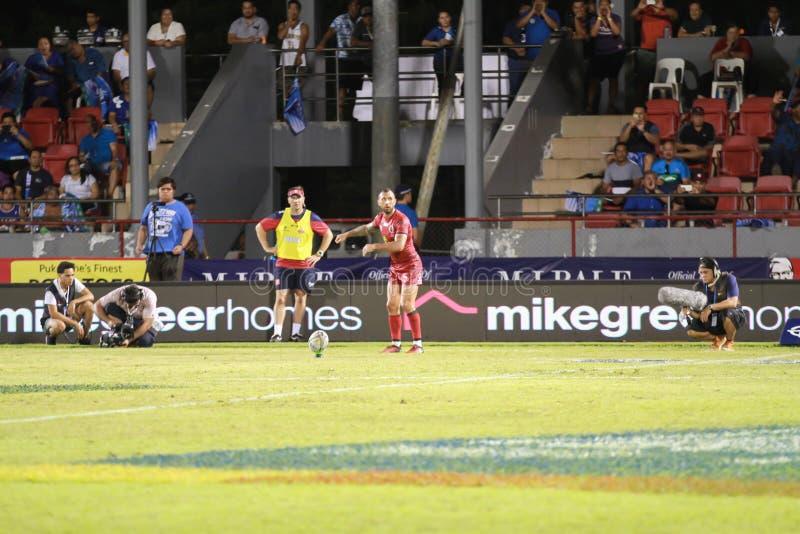 Bleus d'Auckland contre des rouges du Queensland jouant au Samoa photo stock