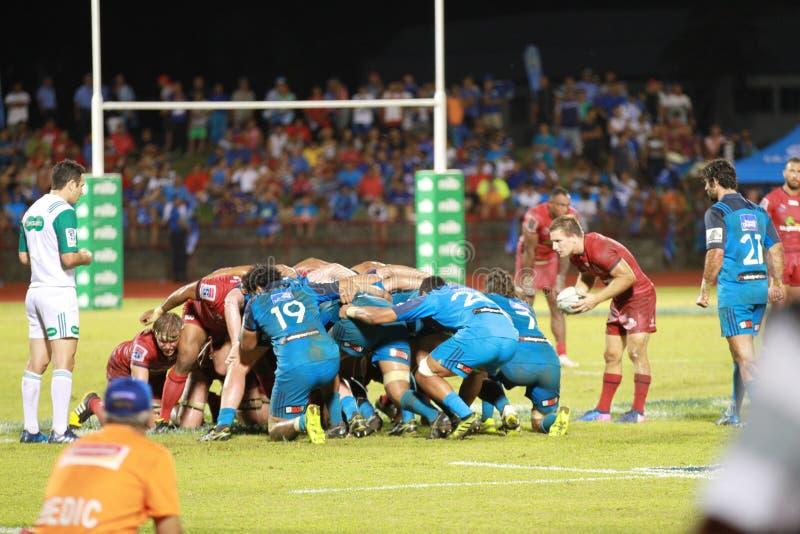 Bleus d'Auckland contre des rouges du Queensland jouant au Samoa image libre de droits