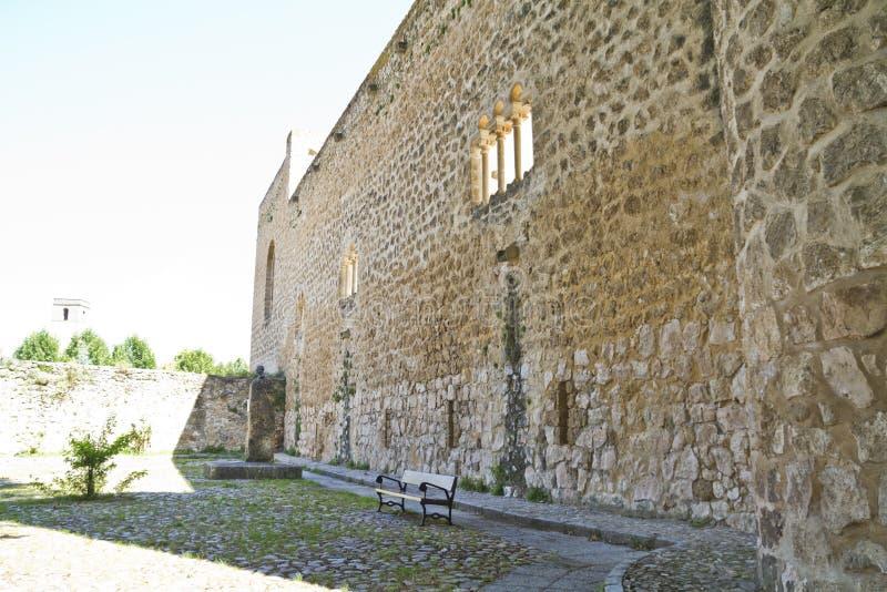 blev feodalt för bermejaslott som stärktes som lords mer krigare för slottpiedra s xii XII blev den stärkte slotten av fejd arkivfoton
