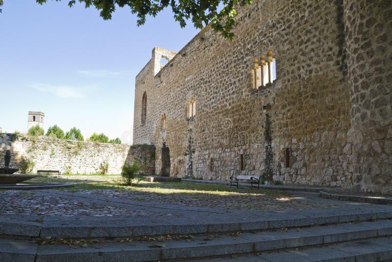 blev feodalt för bermejaslott som stärktes som lords mer krigare för slottpiedra s xii XII blev den stärkte slotten av fejd arkivfoto