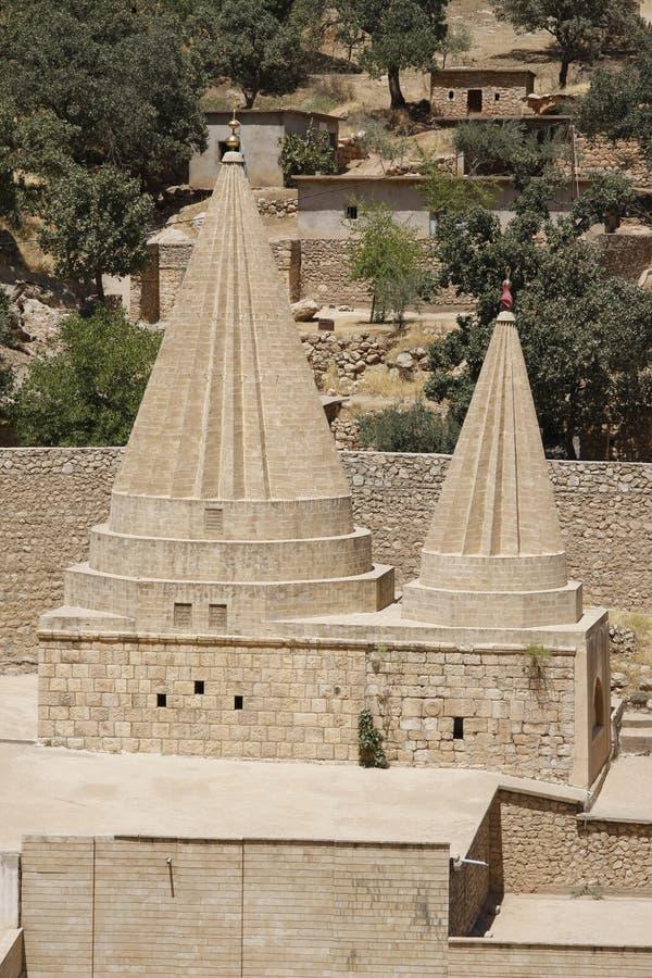 Bliźniacze kopuły Yezidi świątynia w Lalish, Irakijski Kurdystan zdjęcia stock