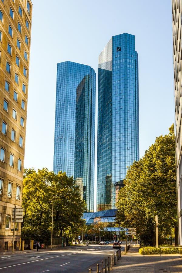 Bliźniacze wieże Deutsche Bank Ja i II w Frankfurt. fotografia royalty free