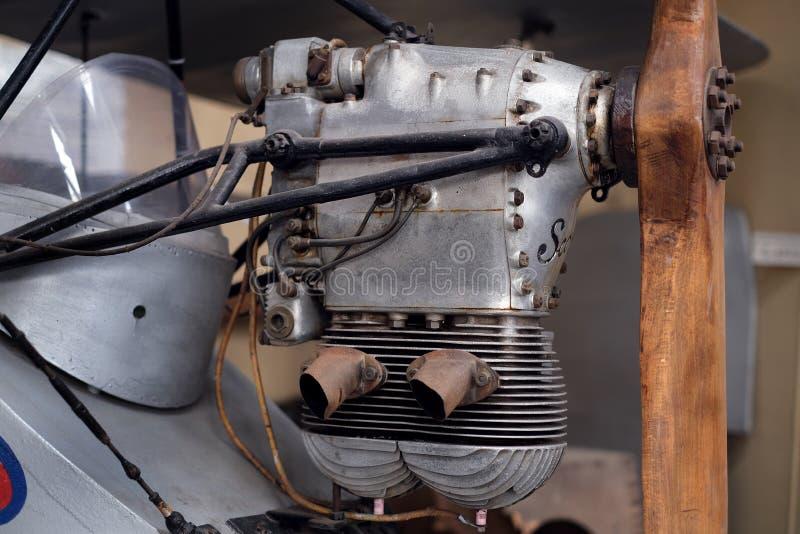 Bliźniaczego butla rocznika tłokowy silnik zdjęcie royalty free