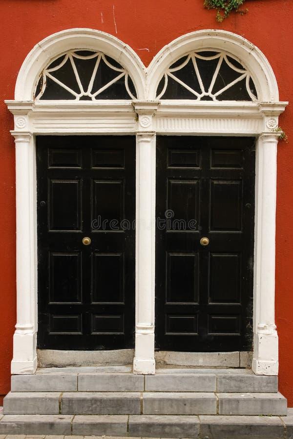 Bliźniaczy drzwi Kilkenny Irlandia fotografia royalty free