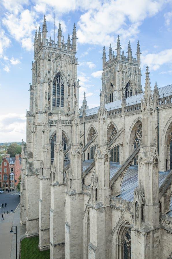 Bliźniak (zachód) góruje przy Jork ministrem (katedra) zdjęcie royalty free