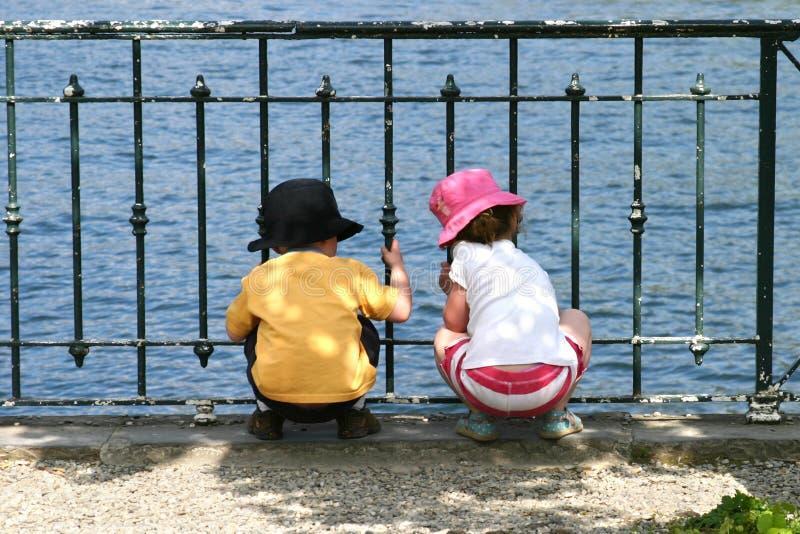 Download Bliźniaki zdjęcie stock. Obraz złożonej z zabawa, woda, dzieciak - 49722