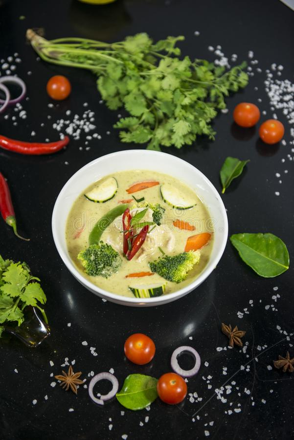 bli rädd grönt thai för curry arkivbild