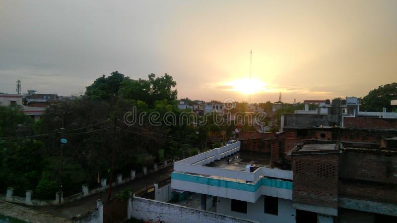 Blick der Sonne nach Regen lizenzfreie stockfotografie