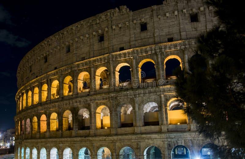 Blick des Colosseum nachts, in Rom lizenzfreies stockfoto