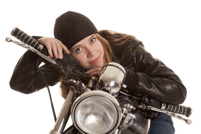 Blick för motorcykel för kvinnasvartläder lekmanna- royaltyfri foto