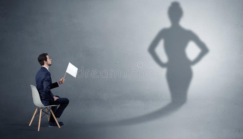 Bliende och erbjudande material f?r aff?rsman till en skuggakvinna arkivbild
