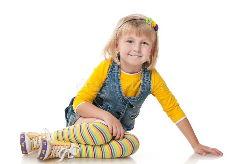 Blij klein meisje op de witte achtergrond royalty-vrije stock afbeelding