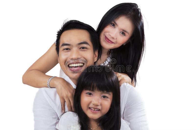 Blije familie in de studio stock foto's