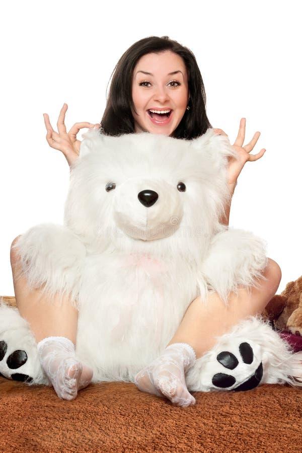 Blije meisjesspelen met een teddybeer stock fotografie