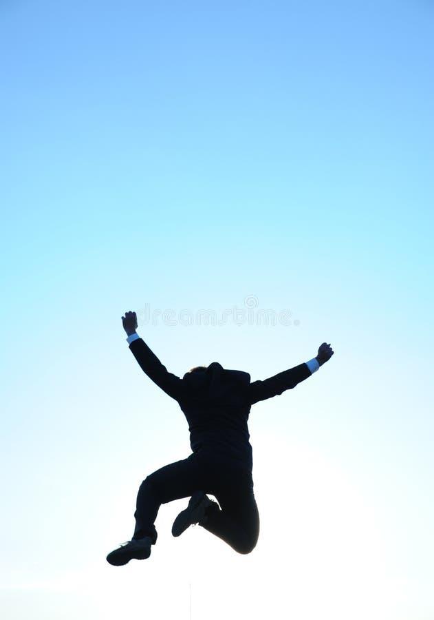 Springende zakenman en blauwe hemel stock fotografie
