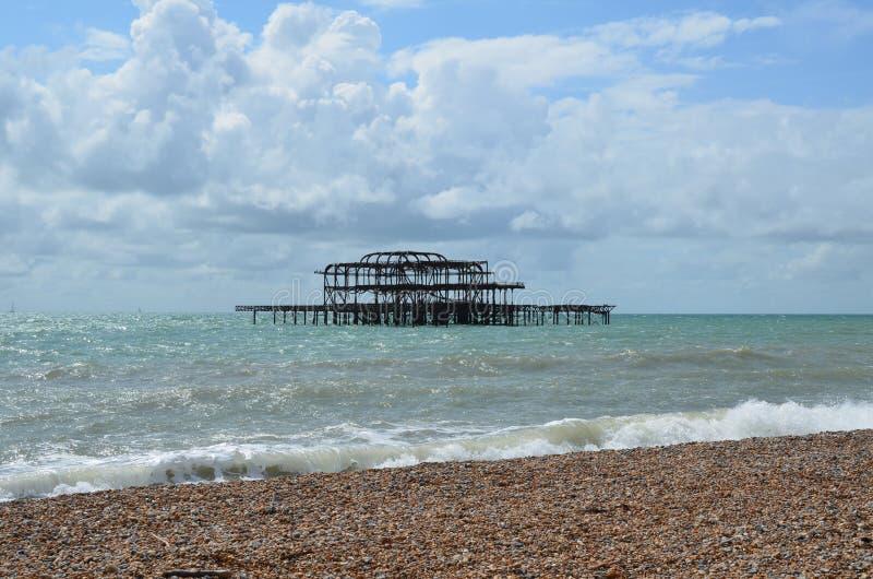 Blijft van de het Westenpijler in Brighton stock fotografie