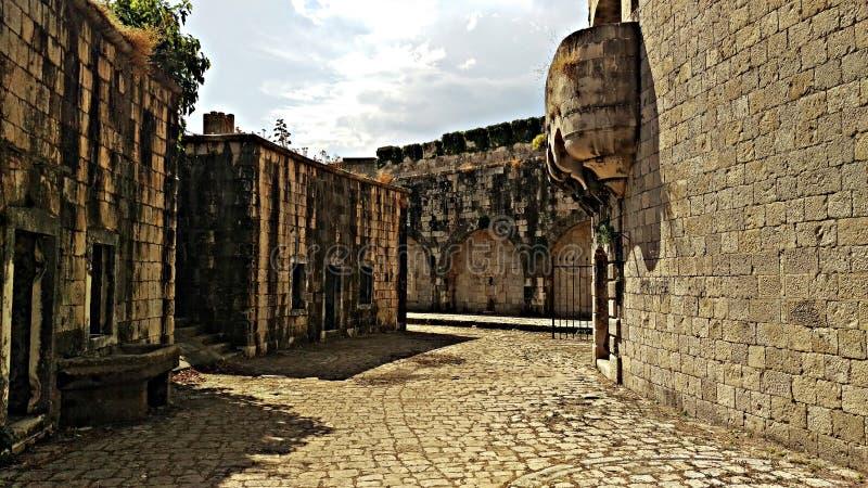 Blijft van de Mamula-Gevangenis in het Adriatische Overzees royalty-vrije stock fotografie