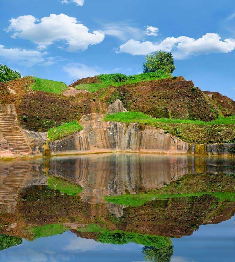 Blijft van de paleispool op Sigiriya stock afbeelding