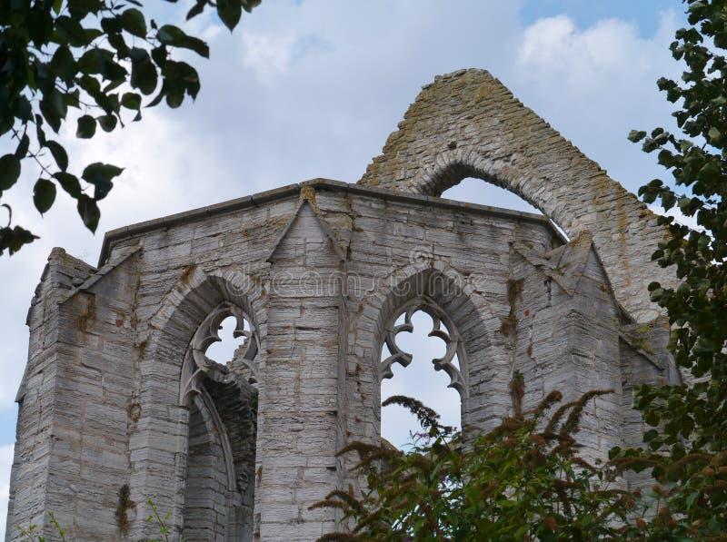 Blijft van een kerk in Visby in Zweden stock foto