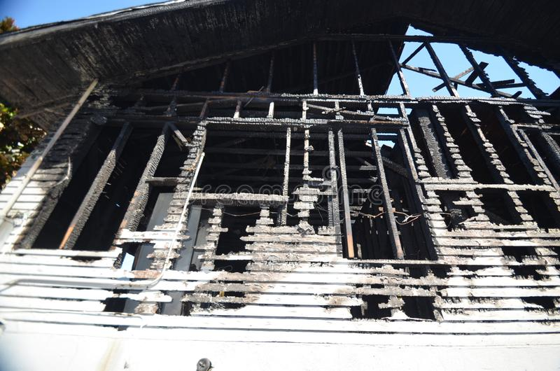 Blijft van een muur na een catastrofale huisbrand ? royalty-vrije stock foto