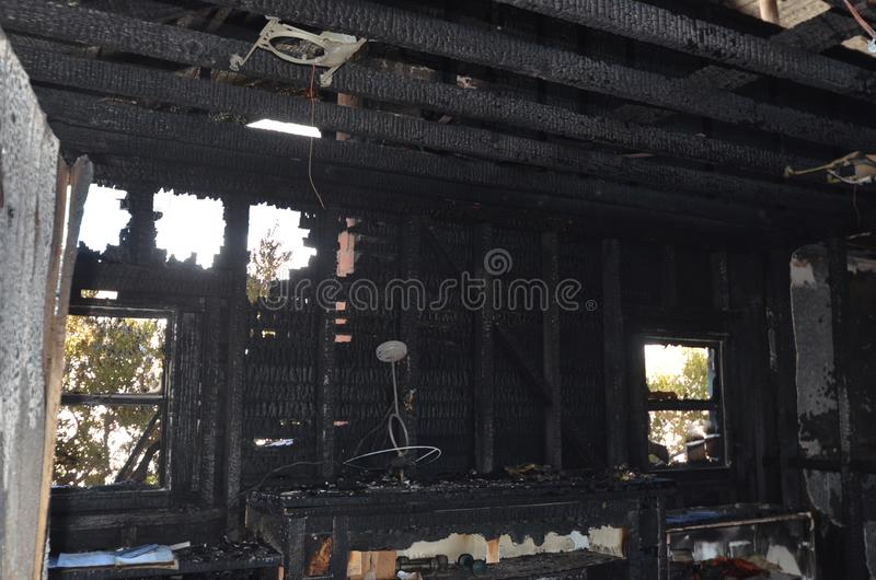 Blijft van een muur na een catastrofale huisbrand ? royalty-vrije stock afbeeldingen