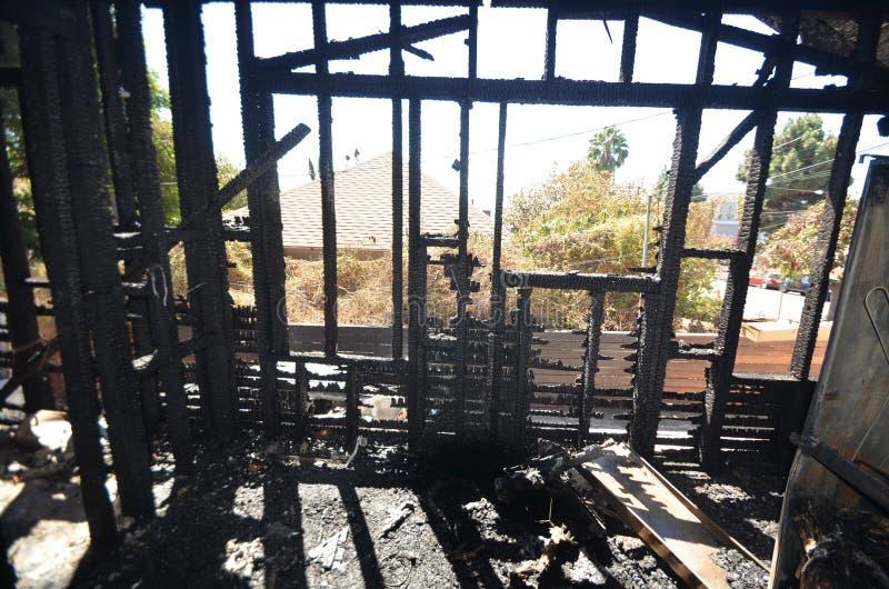 Blijft van een muur na een catastrofale huisbrand ? royalty-vrije stock fotografie