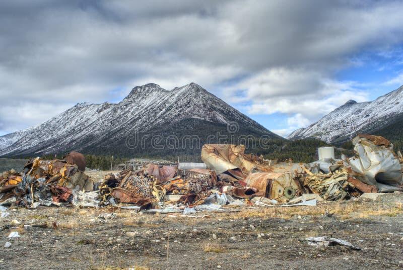 Blijft van een verlaten asbestmijn royalty-vrije stock afbeeldingen