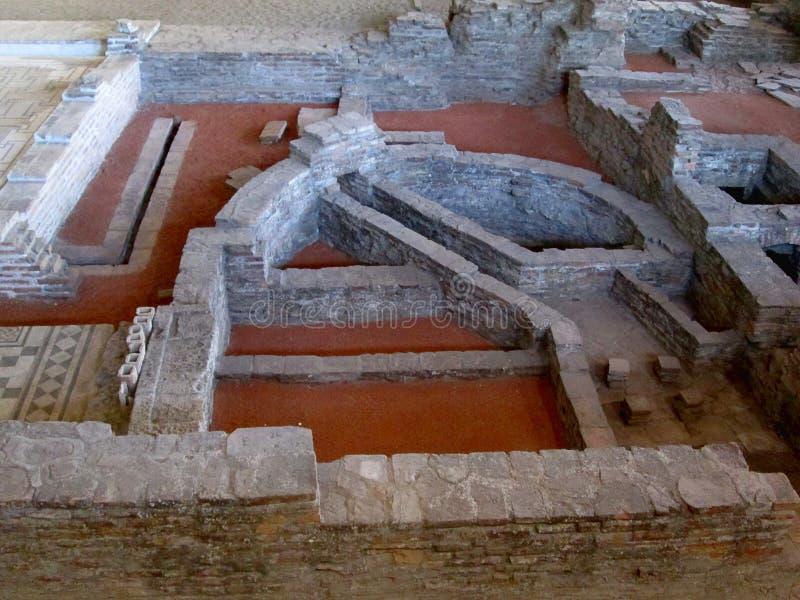 Blijft van oude roman stad Sirmium, Sremska Mitrovica, Servië stock fotografie